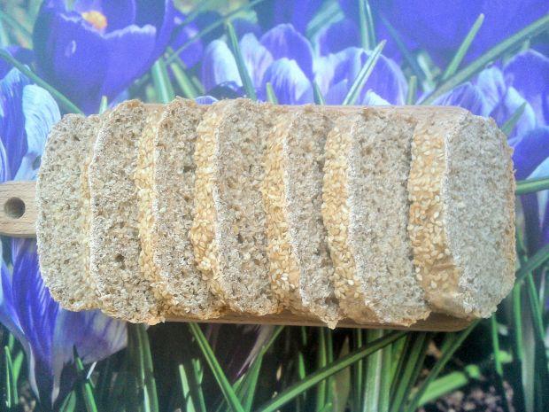Chleb pszenno-żytni z sezamem