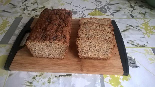 Chleb pszenno-żytni z ziarnami