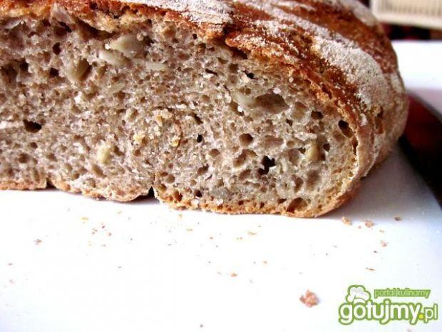 Chleb pszenny na zakwasie z garnka