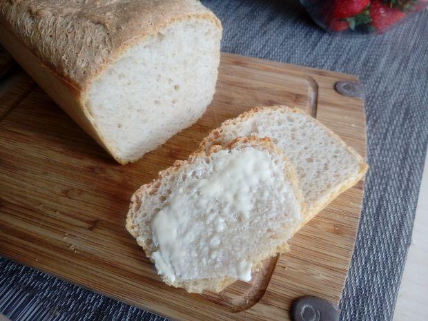 Chleb pszenny na żytnim zakwasie z keksówki