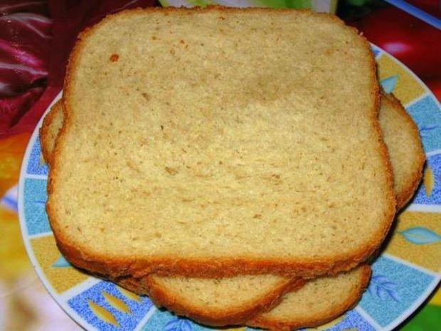 Chleb pszenny z miodem mniszkowym i maśl