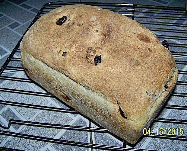 Chleb pszenny z suszonymi żurawinami i orzechami