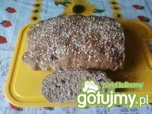 Chleb razowy z otrębami i żurawiną.