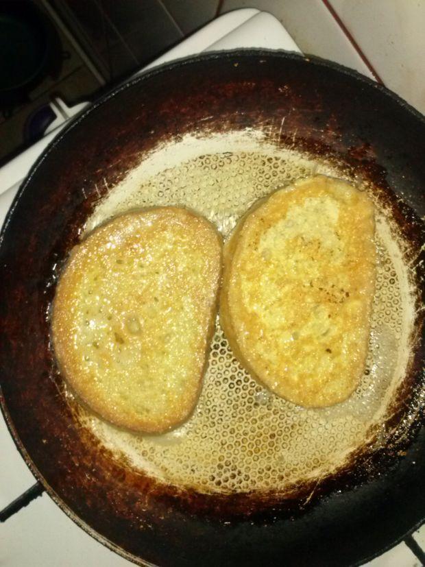 Chleb w jajku z serem