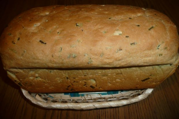 Chleb z czosnkiem niedźwiedzim