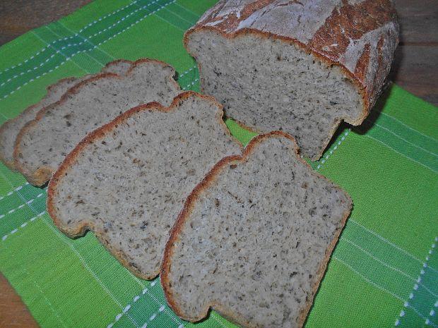 Chleb z czosnkiem niedźwiedzim i kaszą jaglaną
