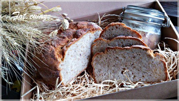 Chleb z kardamonem i złotym lnem