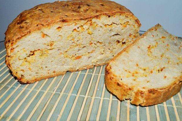 Chleb z marchewką i migdałami