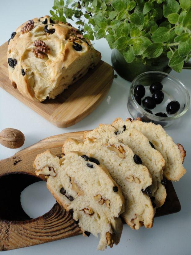 Chleb z oliwkami i orzechami