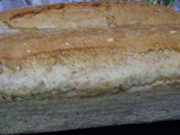 Chleb z otrębami i ziarnami.