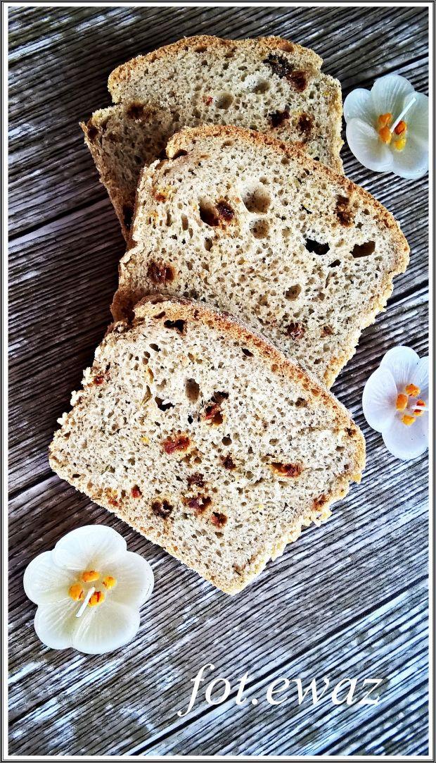 Chleb z pomidorami suszonymi i tymiankiem
