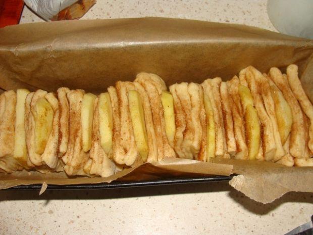Chlebek cynamonowy z jabłkami