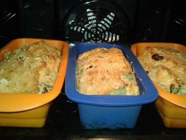Chlebek morelowo - śliwkowo - figowy z orzechami