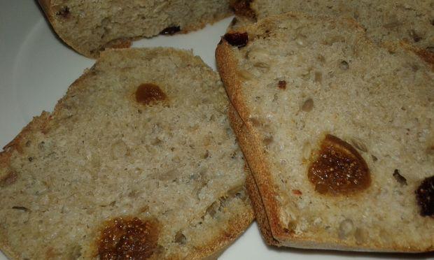 Chlebek na mące pełnoziarnistej z bakaliami