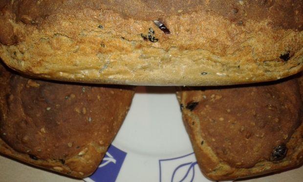 Chlebek z ziarnami na mące chlebowej