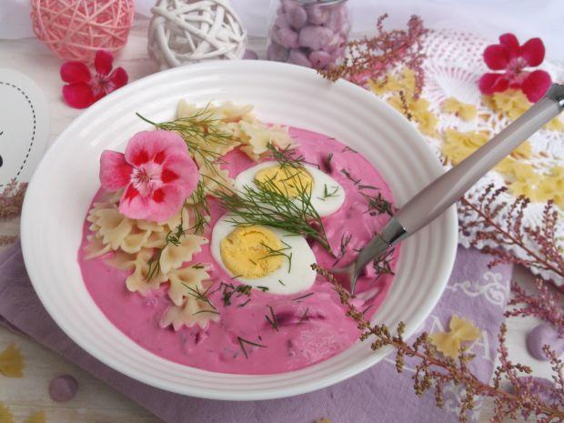 Chłodnik botwinkowy z jajkiem i makaronem