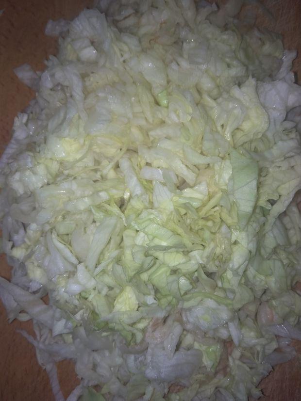 Chłodnik z ogórkiem sałatą lodową oraz kalafiorem.