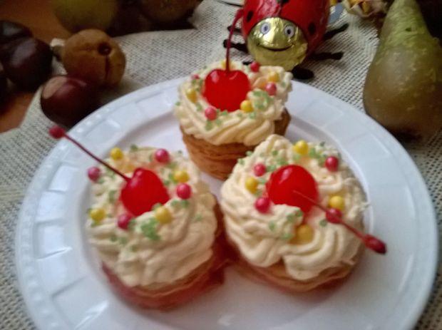 Ciasteczka francuskie przekładane jabłkami z masą