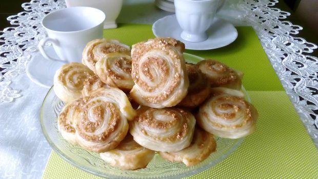 Ciasteczka francuskie z kruszonymi sezamkami