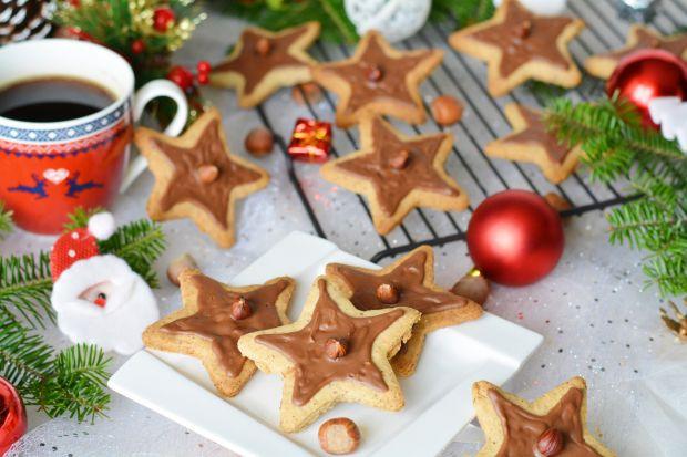 Ciasteczka gwiazdki z orzechami i czekoladą