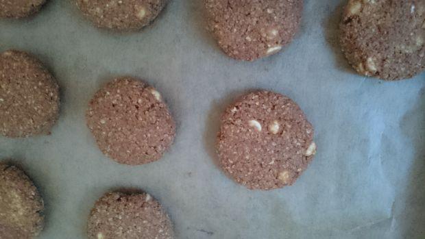 Ciasteczka jaglane z kakao i białą czekoladą
