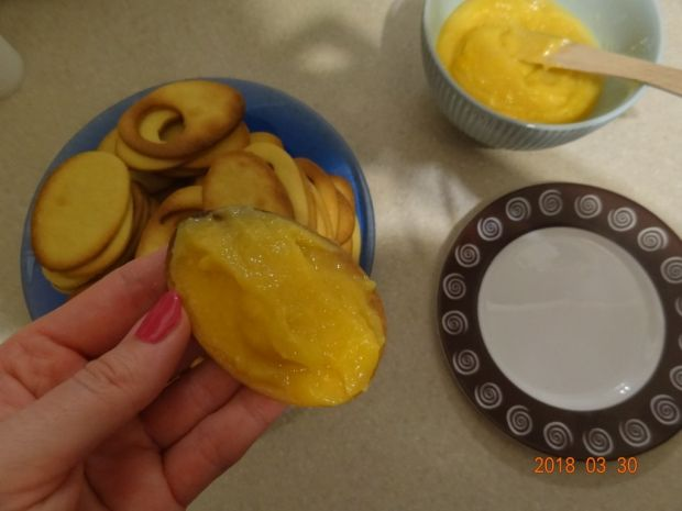 Ciasteczka jajeczka z kremem cytrynowym