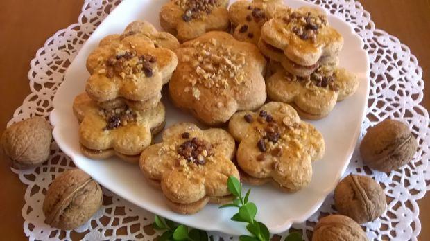 Ciasteczka orzechowe przekładane marmoladą