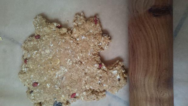 Ciasteczka owsiane z masłem orzechowym i bakaliami