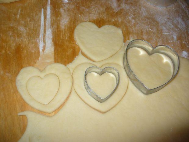 Ciasteczka - serduszka kruche przekładane dżemem
