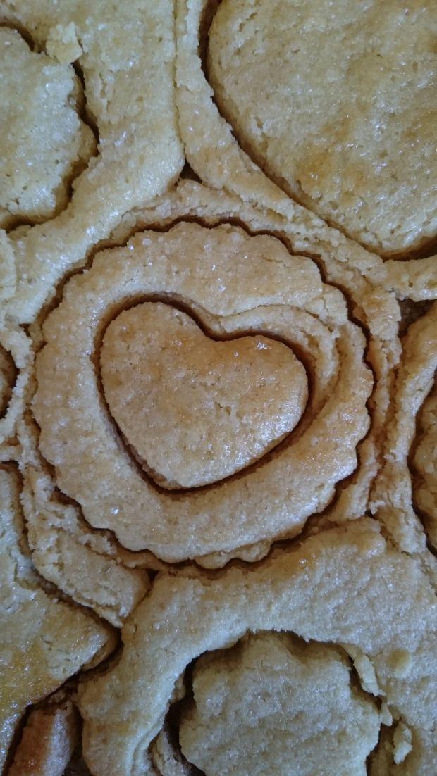 Ciasteczka z kaszą manną i solonymi orzeszkami
