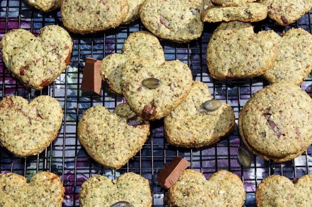Ciasteczka z mielonymi pestkami dyni i czekoladą