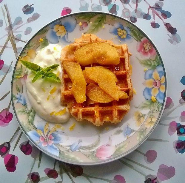 Ciasteczkowo - serowe gofry z gruszką