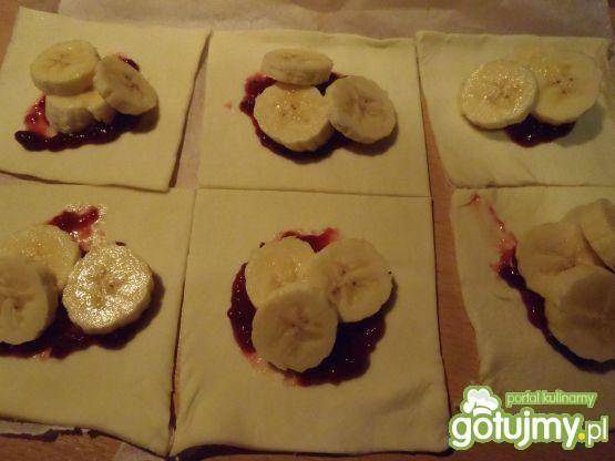 Ciastka francuskie z bananem i konfiturą