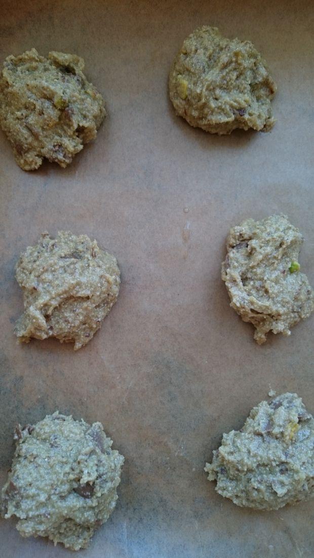 Ciastka owsiane z pistacjami i czekoladą