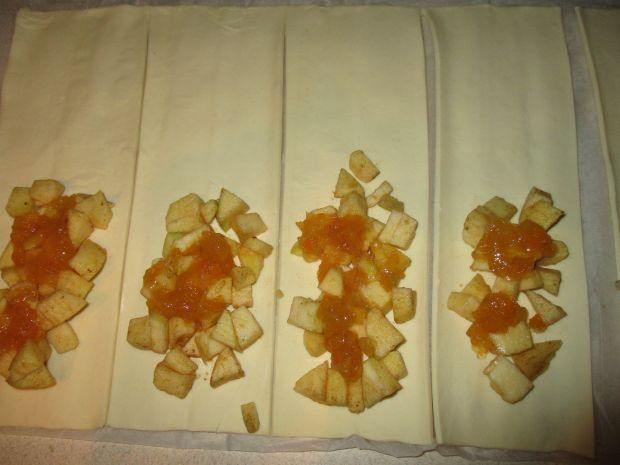 Ciastka z jabłkami i dżemem brzoskwiniowym