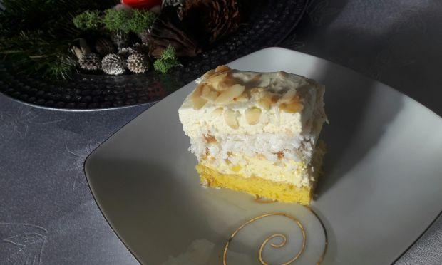 Ciasto ananasowo-kokosowe z bitą śmietaną