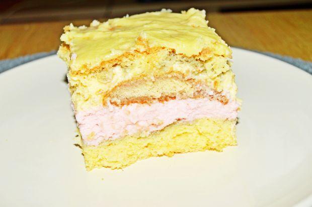 Ciasto biszkoptowe z masami wanilia i truskawka