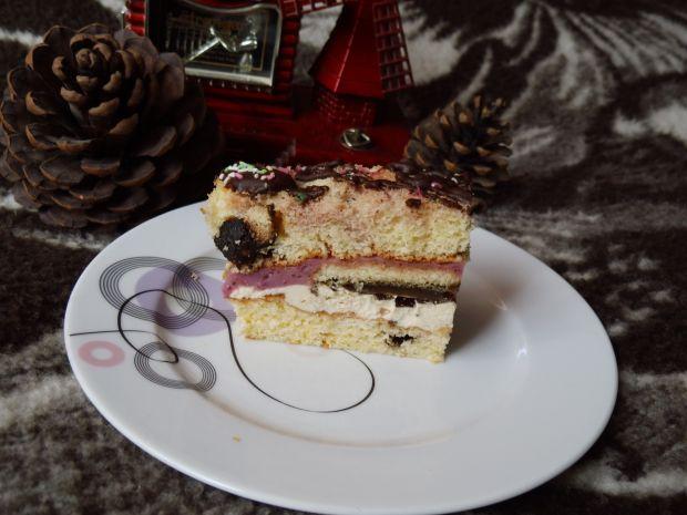Ciasto biszkoptowe z pierniczkami i masami
