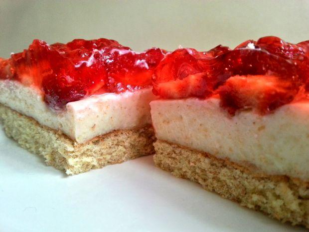 Ciasto budyniowo truskawkowe
