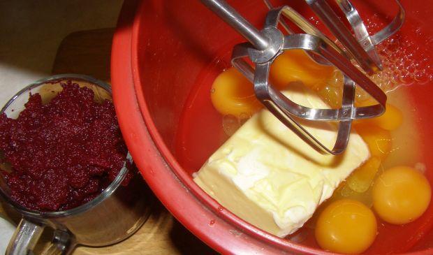 Ciasto buraczkowe przekładane dżemem