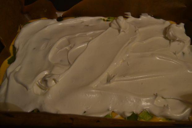 Ciasto całoroczne z rabarbarem oraz bezą
