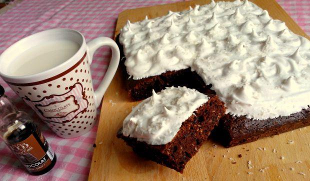 Ciasto czekoladowe z kokosem i lukrem