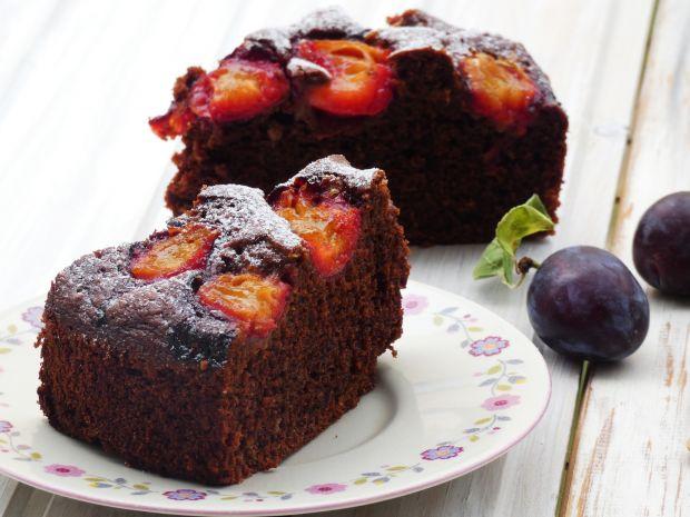 Ciasto czekoladowe z maślanką i śliwkami