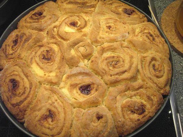 Ciasto drozdzowe ..jak bukiet roz :)