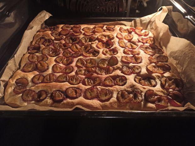 Ciasto drożdzowe pełnoziarniste ze śliwkami
