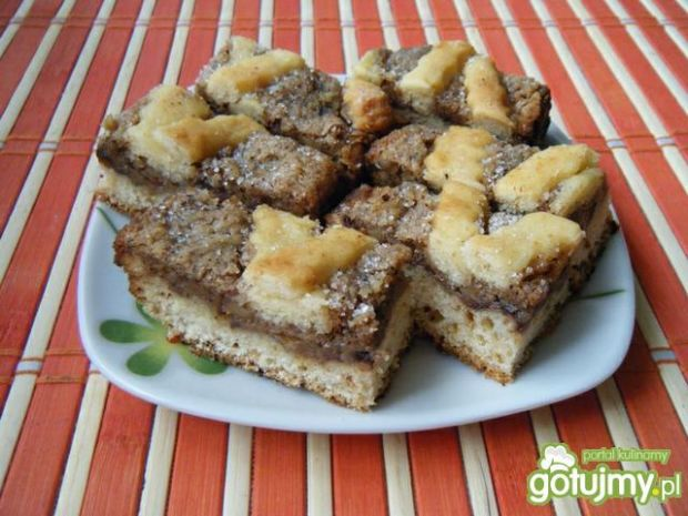 Ciasto drożdżowe z jabłkami i orzechami