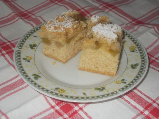 Ciasto drożdżowe z malinami i rabarbarem