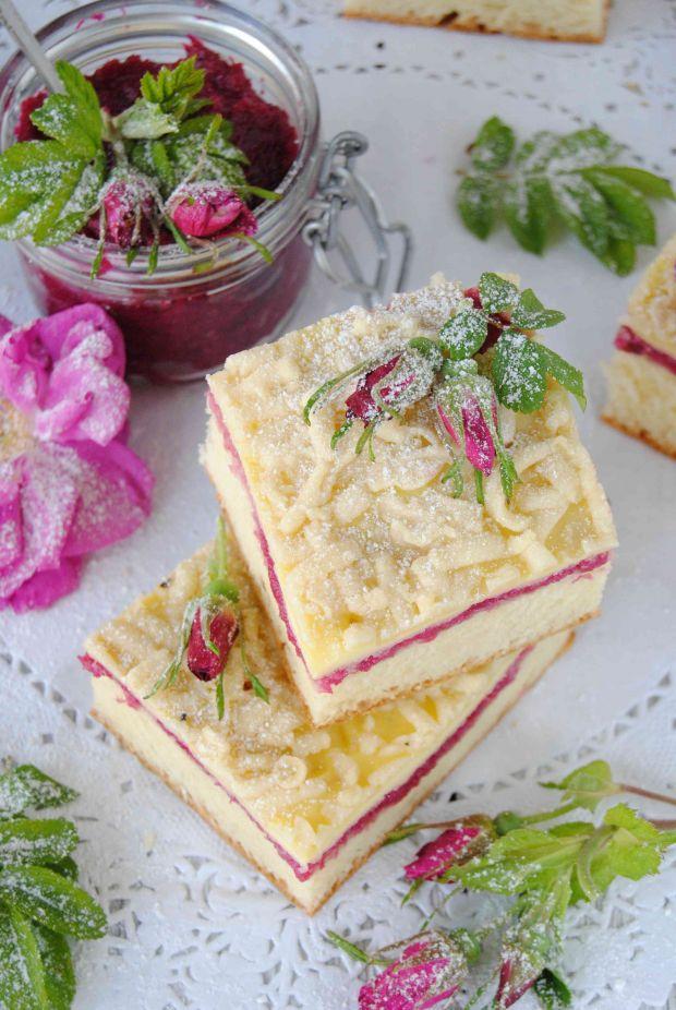 Ciasto drożdżowe z różą