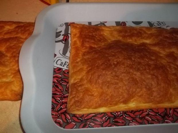 Ciasto francuskie z kremem i bitą śmietaną