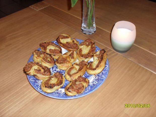 Ciasto francuskie z tunczykiem